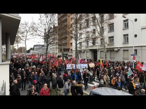 Frankreich: Protestierende gegen Rentenrefom fordern  ...