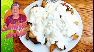 Yaz günü sebzeler lezzetli olduğundan ve yemek sıcaklarda aranmadığından kızartma türleri çok yeniliyor. Ama en güzelide üzerine sarımsaklı yoğurt dökmek. Biz buna yoğurtlama deriz ama sizler ne dersiniz bilemedik. Afiyet olsun.TARİFİN MALZEMELERİ2 Patates1 PatlıcanBiberYarım kase yoğurt5-6 diş sarımsakSıvı yağTuzGüncel yemek tarifi videolarımız dan haberdar olmak için lütfen abone olunuz. Bizi takip ederseniz seviniriz :) Sitemiz       : http://www.saniyeanneyemekleri.comFacebook   : https://www.facebook.com/SaniyeAnneyleYemekSaatiTwitter        : https://twitter.com/Saniye_Anne