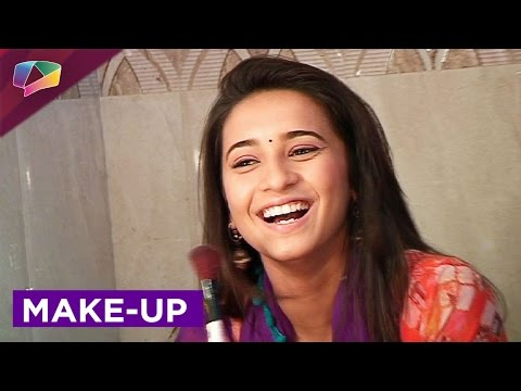 Learn to put make-up with Shivani Surve