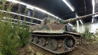 Big RC Tanks + Military Police On Battlefield - Grosse Panzer Modelle Auf Schlachtfeld