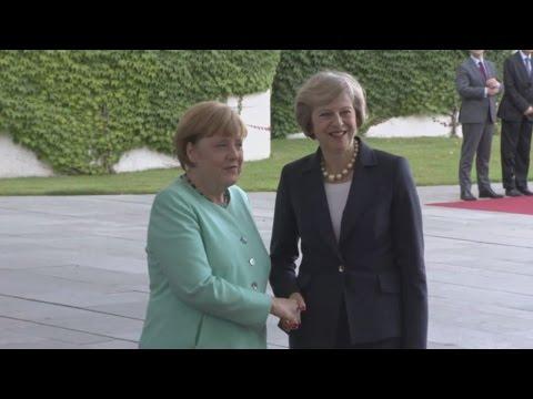 Πρώτη συνάντηση της Τερέζα Μέι με την Α. Μέρκελ στο Βερολίνο