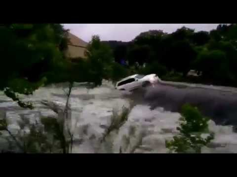 Jeep swept away yesterday in Texas after flash flood.