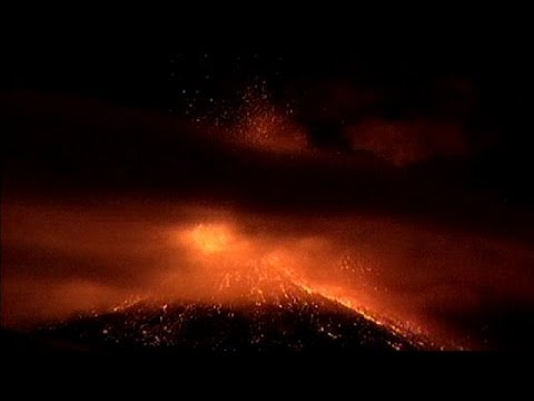 Italy: Mount Etna erupts again, showering towns with volcanic ash - no comment