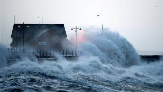 Bude United Kingdom  city pictures gallery : UK Weather: Waves breach seawall in Bude, North Cornwall amid coastal flood warnings