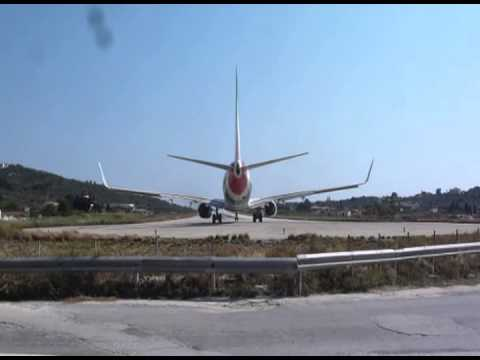 B737 takes off from Skiathos airport