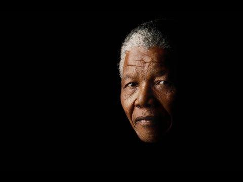في ذكرى ميلاده الـ 101.. نيلسون مانديلا من السجن إلى زعامة جنوب إفريقيا
