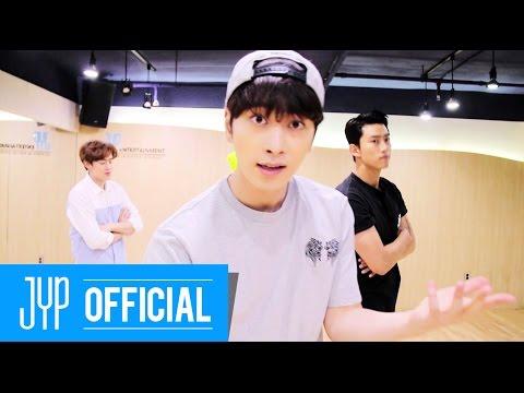 """Tan chảy với video tập nhảy phiên bản """"giao tiếp bằng mắt"""" của 2PM"""