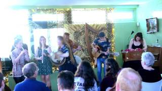 At the Beltaine Night at Ons Ding, Haarlem, seven experienced folk musicians joined their forces and performed their favorite Irish tunes and songs. Spring Folk ...