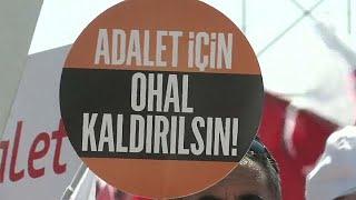 Avrupa İnsan Hakları Mahkemesi (AİHM), Türkiye'den gelen yaklaşık 12 bin şikayet başvurusu için Olağanüstü Hal (OHAL) İnceleme Komisyonu'nu adres gösterdi.Strasbourg Mahkemesi, gerekçe olarak söz konusu başvurularla ilgili olarak Türkiye'de iç hukuk yollarının henüz tüketilmediğine hükmetti.Mahkeme, haziran ayında aldığı bir kararda, Kanun Hükmünde Kararname ile ihraç edilen bir  öğretmenin başvurusuna ilişkin OHAL Komisyonu'nu bir iç hukuk yolu olarak kabul ettiğini açıklamıştı.  Ocak ayı…İLGILI HABERLER: http://tr.euronews.com/2017/07/14/aihm-turkiyeden-basvurulara-ohal-komisyonunu-adres-gosterdieuronews: Avrupa'nın en çok izlenen haber kanalı.Üye ol! http://www.youtube.com/subscription_center?add_user=euronewstreuronews şimdi 13 ayrı dilde: https://www.youtube.com/user/euronewsnetwork/channelsTürkçe: Web sayfası: http://tr.euronews.com/Facebook: https://www.facebook.com/euronews.trTwitter: http://twitter.com/euronews_tr