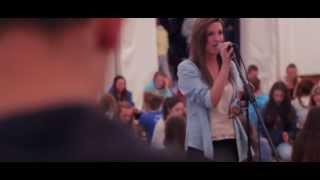 Íoslódáil leagan MP3: http://bit.ly/cupan Amhrán na gCupán Laoibhse Ní Nualláin agus co. 600 rannpháirtithe idir scolairí agus foireann Curiarracht dhomhanda ...