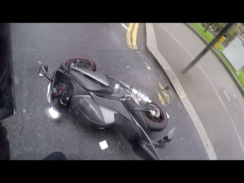 GIRL CRASHES Yamaha YZF R125