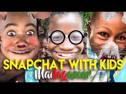 Reagimi i fëmijëve afrikanë kur përdorin Snapchat për herë të parë