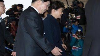Прокуратура запросила ордер на арест экс-президента Пак Кын Хе