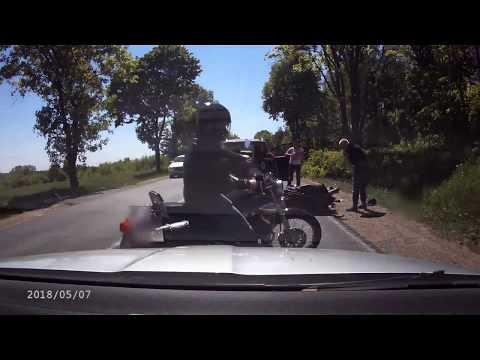 motocyklista-wbil-sie-w-tyl-samochodu