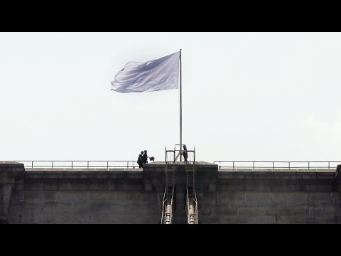 bridge - Two bleached-white American flags mysteriously appeared atop the Brooklyn Bridge Tuesday morning. It is unknown whether this stunt was an art project, a political statement or just tomfoolery....
