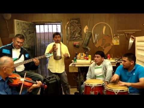 música de cuerda - a través de YouTube Capture.