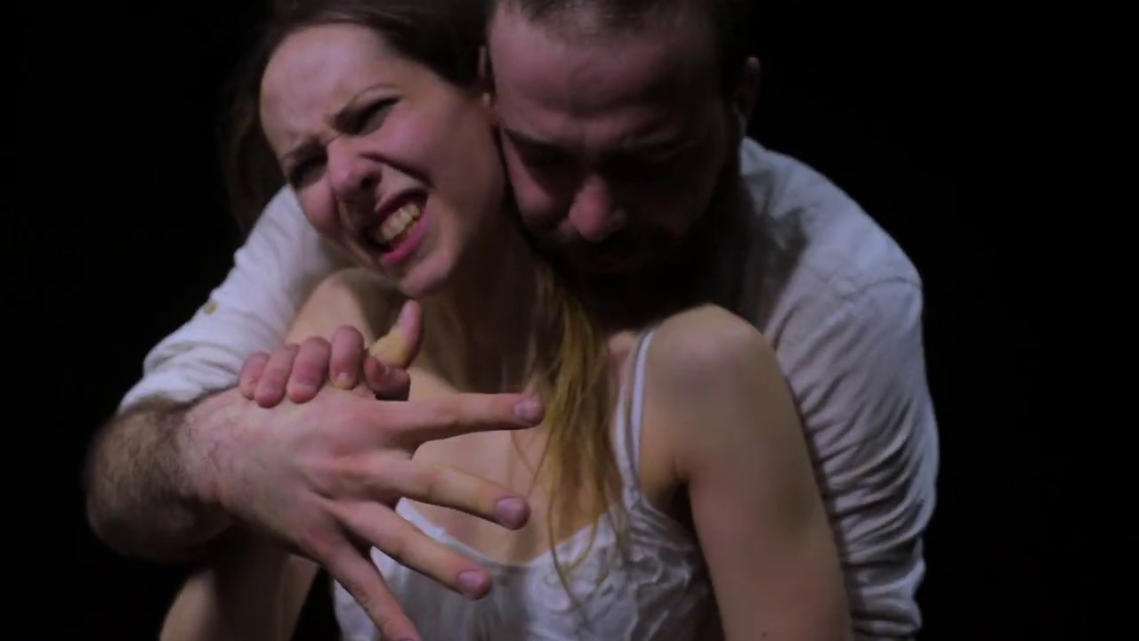 #justleave, il video shock che racconta una violenza dalla quale, forse, possiamo andare via