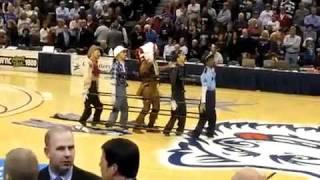 The Village Puppets Dance -- Muito Engraçado - Confira !