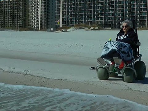 100-Year-Old Woman Sees The Ocean For The 1st Time
