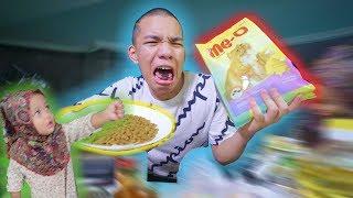 Download Video Di Suruh BAYI Makan, Makanan KUCING! - Makan Semua Yang Bayi PEGANG! MP3 3GP MP4