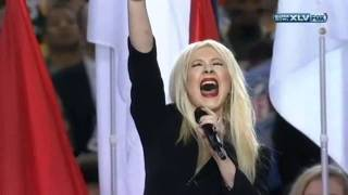 Christina Aguilera destroys the national anthem LIVE