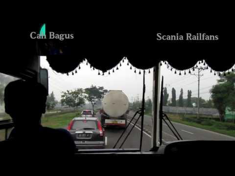 Download Video Koplak!!! bus Sugeng rahayu Vs  mobil CRv