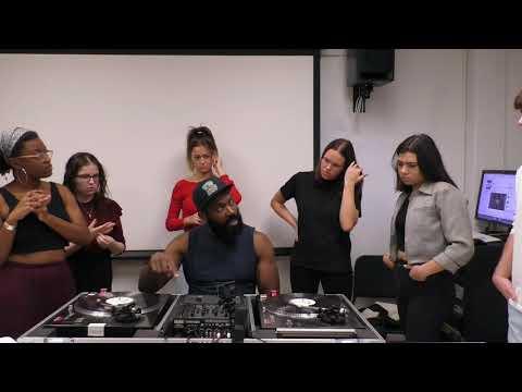 Digital DJing vs Analog DJing видео