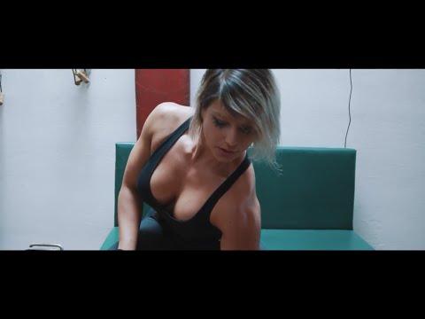V novém klipu Civilní obrany ukazuje dokonalé tělo Zlata Bubeníčková!