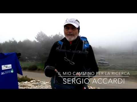 Sergio Accardi sul cammino per Santiago a La Cruz de Hierro