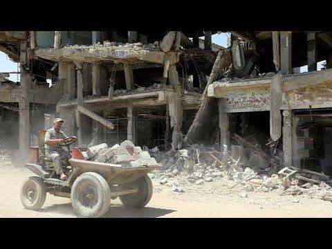 Οι κάτοικοι της Μοσούλης «σβήνουν» τα σημάδια του ISIS