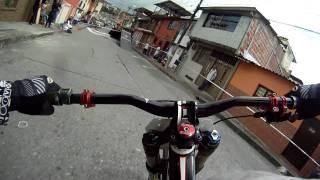Vidéo de descente en VTT avec caméra embarquée