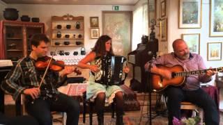 Jensen & Bugge + Høirup - Live at Mariehaven, Ansager 2015