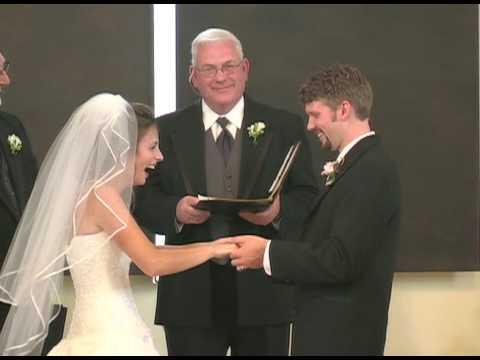 那一刻,新郎讓新娘爆笑不能停止……