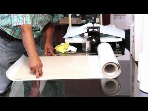 laminar - Este video te mostrara cómo laminar o texturizar una fotografía y también cómo montarla en MDF utilizando adhesivo doble cara. Comprobarás el gran ahorro que...