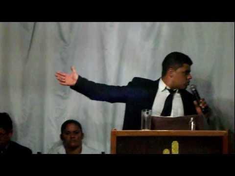 Pastor Fabio pregando em Alexania