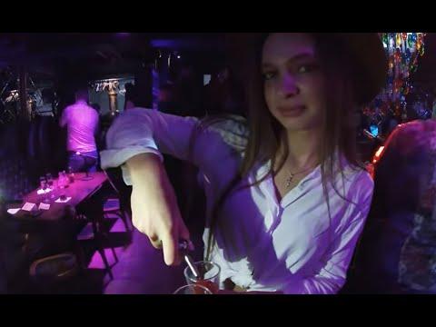 Irlandczyk pokazuje toczące się nocne życie na Białorusi bez lockdownu