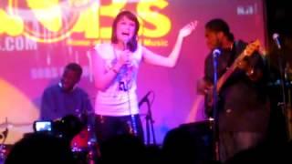 Jessie J sexy silk live