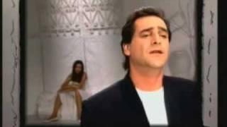 Vasilis Karras videoklipp Astin Na Leei (Άσ' την να λέει)
