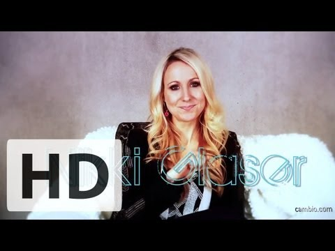 Nikki Glaser Tells Us How She Met Her Co-Host | Cambio Interview