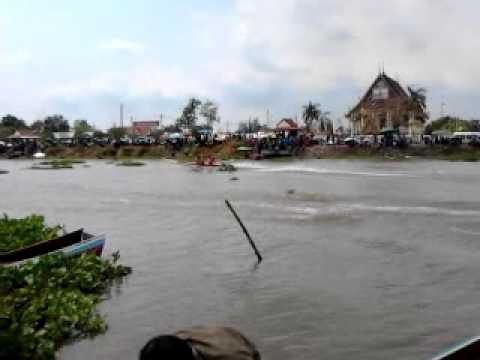 แข่งเรือวัดสุธทาวาส4 10มีนาคม 2555