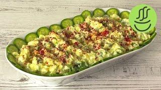 Şık görünümlü ve lezzetli bir Patatesli Salata hazırladık. Patatesli salata tarifi videomuzda şu konuları bulabilirsiniz; salatalıklı patates salatası, salat...