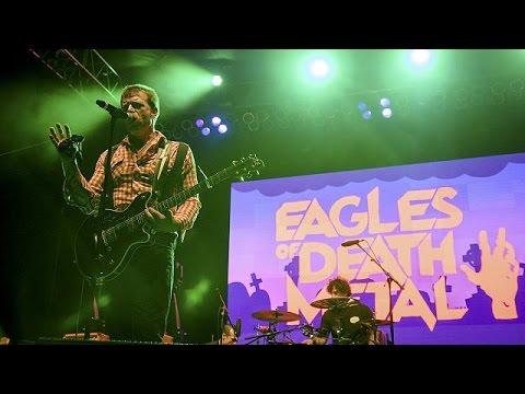 Εagles of Death Metal: Οι σκέψεις μας κοντά στα θύματα και τις οικογένειές τους