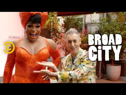 Alan Cumming Emcees Drag Brunch (feat. Sasha Velour, Jiggly Caliente and Shangela) - Broad City