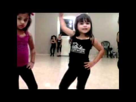 Modelaje - Video de Pasarela elaborada por las mismas alumnas. REDES SOCIALES: Twitter: https://twitter.com/#!/titiscatwalk Facebook: http://www.facebook.com/titiscatwalk.