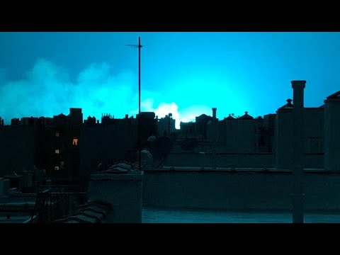 ΗΠΑ: Ο αλλόκοτος μπλε ουρανός της Νέας Υόρκης!