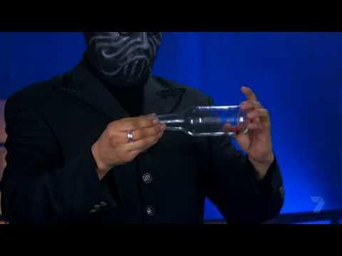 「魔術大破解!」如何把瓶蓋從玻璃瓶底部塞進去呢?