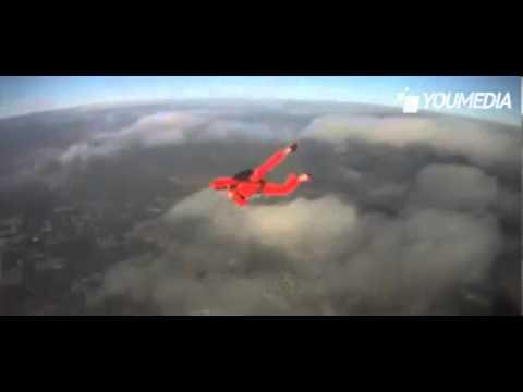 non si apre il paracadute ma il gesto eroico dell'istruttore lo salva!!
