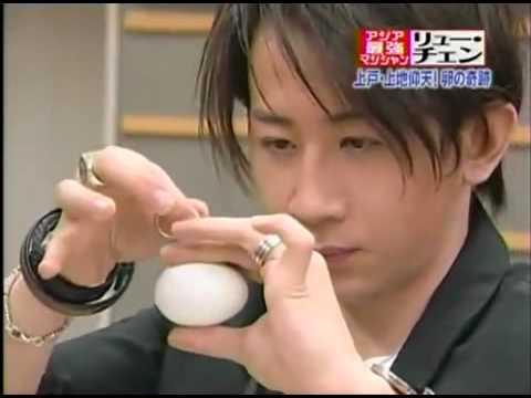 El mago chino Liu Qian sorprende en un juego con comida