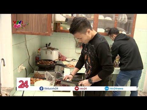 Vào bếp cùng Quang Hải U23 Việt Nam | VTV24 - Thời lượng: 2:51.