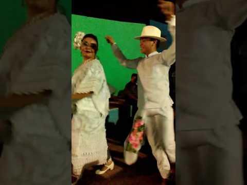 Vaquería Acanceh Barrio K'iiwik Soots' 04/08/17 (видео)